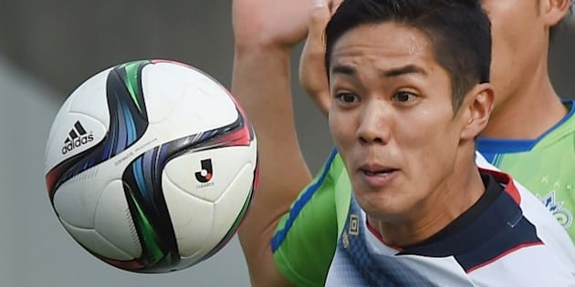FC Tokyo forward Yoshinori Muto eyes the ball during a J-League football match against Shonan Bellmare in Hiratsuka, Kanagawa prefecture, on April 12, 2015. English Premier League leaders Chelsea have made a formal offer for the 22-year-old Japanese striker Muto, his club FC Tokyo said recently.    AFP PHOTO / Toru YAMANAKA        (Photo credit should read TORU YAMANAKA/AFP/Getty Images)