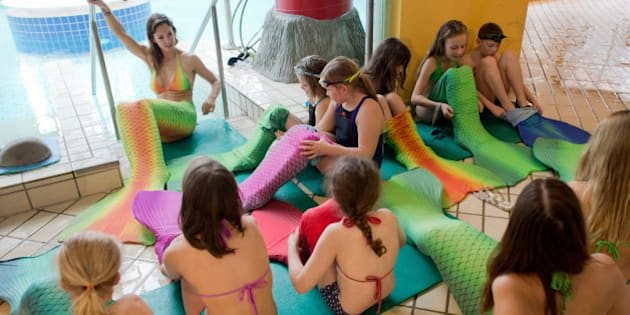 Katrin Felton, underwater model and diver, teaches children to swim with mermaid flippers in Hildesheim,Germany, 21 February 2015. The 29-year old, whose artist name is Mermaid Kat, helps young girls and boys become mermaids and mermen. The children swim with a mono flipper covered in material. Photo: Julian Stratenschulte/dpa