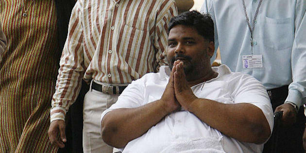 New Delhi, INDIA: Rashtriya Janta Dal (RJD) Member of Parliament  Rajesh Ranjan alias Pappu Yadav (C) arrives in a wheelchair to cast his vote in the Indian Presidential election at parliament  in New Delhi, 19 July 2007.   The Delhi High Court permitted controversial Rashtriya Janta Dal (RJD) MP Rajesh Ranjan alias Pappu Yadav to cast his vote in the presidential election on a day when the Supreme Court decided to hear a petition seeking to bar jailed MPs from casting their ballot.The court, however, made it clear that Pappu Yadav can be taken to Parliament House polling station only for two hours anytime between 10 am and 5 pm on the polling day.    AFP PHOTO/Prakash SINGH (Photo credit should read PRAKASH SINGH/AFP/Getty Images)