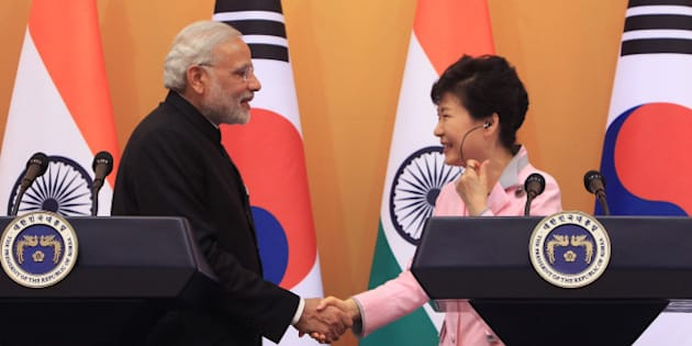SEOUL, SOUTH KOREA - MAY 18:  Indian Prime Minister Narendra Modi (L) and South Korean President Park Geun-Hye hold a joint news conference at the presidential Blue House on May 18, 2015 in Seoul, South Korea. The Indian Prime Minister Narendra Modi is on a two day trip to South Korea to discuss the two countries' strategic partnership.  (Photo by Chung Sung-Jun/Getty Images)