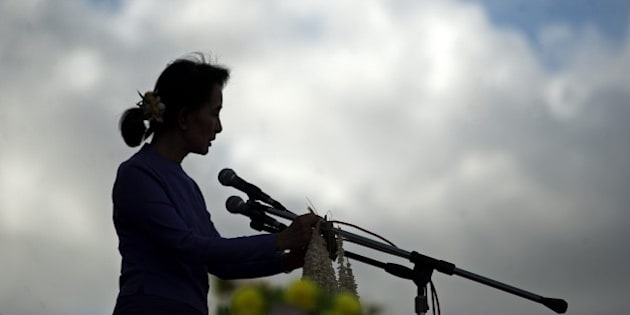 Myanmar pro-democracy leader Aung San Suu Kyi addresses supporters during a rally at Mawlamyaing, Mon State on May 16, 2015. AFP PHOTO / Ye Aung THU        (Photo credit should read Ye Aung Thu/AFP/Getty Images)