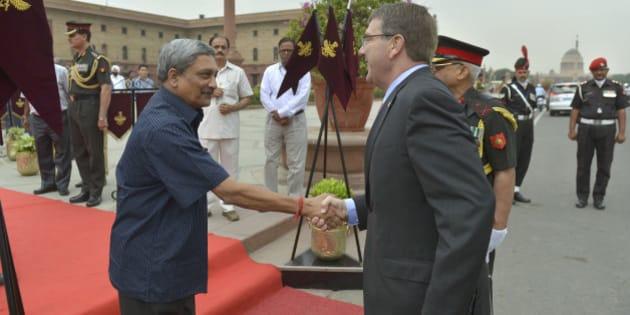 Secretary of Defense Ash Carter is welcomed to India's Ministry of Defense by India's Minister of Defense Manohar Parrikar in New Delhi, India, June 3, 2015. DoD Photo by Glenn Fawcett (Released)
