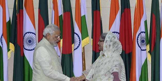 Indian Prime Minister Narendra Modi (L) shakes hand with Bangladeshi Prime Minister Sheikh Hasina Wajid (R) after their meeting at the Prime Minister's Office in Dhaka on June 6, 2015. Bangladesh and India on June 6 sealed a historic land pact to swap territories, which will finally allow tens of thousands of people living in border enclaves to choose their nationality after decades of stateless limbo. AFP PHOTO/ Munir uz ZAMAN        (Photo credit should read MUNIR UZ ZAMAN/AFP/Getty Images)