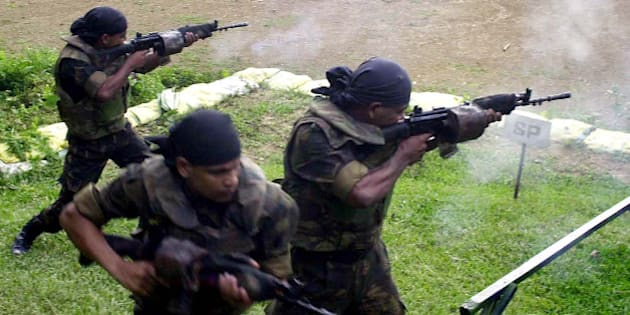 Indian army commandos of Counter Insurgency and Jungle Warfare School (CIJWS) fire during a training session at Vairengte, 60 kilometers (38 miles) north of Aizawal, capital of the northeastern India state of Mizoram, Saturday, Sept. 11, 2004. CIJWS run by the Indian army trains soldiers of India and other parts of the world for counter insurgency operations. (AP Photo/Bikas Das)