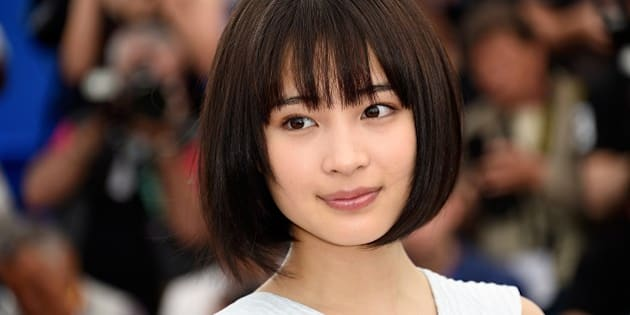 Japanese actress Suzu Hirose poses during a photocall for the film 'Umimachi Diary' (Our Little Sister) during the 68th Cannes Film Festival in Cannes, southeastern France, on May 14, 2015.     AFP PHOTO / LOIC VENANCE        (Photo credit should read LOIC VENANCE/AFP/Getty Images)