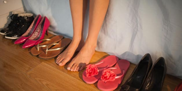 Le 10 peggiori scarpe che potete indossare quest estate. Dalle ballerine  alle infradito ffd3a14ac8f