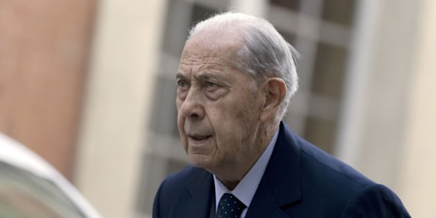 Former French Interior Minister Charles Pasqua arrives at Versailles courthouse prior to a hearing of his appeal trial for alleged public funds embezzlement during the creation of the Jean-Hamon museum, near Paris on May 18, 2015. After the first trial in 2013 Pasqua and and former minister Andre Santini were given a suspended sentence of 2 years and were respectively fined 150,000 and 200,000 euros. AFP PHOTO / KENZO TRIBOUILLARD        (Photo credit should read KENZO TRIBOUILLARD/AFP/Getty Images)