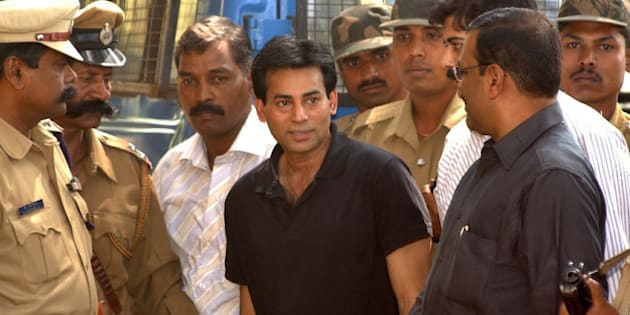 Police personnel surround Abu Salem, center, as he is taken to a forensic science laboratory in Bangalore, India, Wednesday, Dec. 28, 2005. Salem, one of Indias most wanted men, suspected of terrorizing Bollywood and plotting bombings that killed hundreds, was brought to the southern Indian city for brain mapping, polygraph and narco-analysis tests, according to news agency reports. (AP Photo)