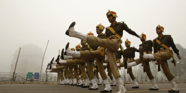 Paramilitary soldiers of Indo Tibetan Border Police or ITBP practice near the India Gate monument ahead of the Republic Day parade in New Delhi, India, Thursday, Jan. 7, 2010. India celebrates its Republic Day on Jan. 26.(AP Photo/Saurabh Das)