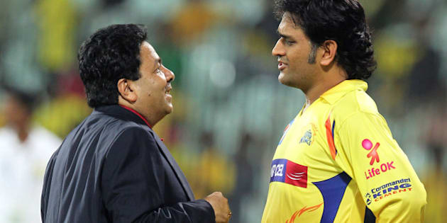 Chennai Super Kings Captain MD Dhoni (R) speaks with IPL Chairman Rajeev Shukla (L) during the IPL Twenty20 cricket second Qualifying match between Chennai Super Kings and Delhi Daredevils at The M.A.Chidambaram Stadium in Chennai on May 25, 2012.  RESTRICTED TO EDITORIAL USE. MOBILE USE WITHIN NEWS PACKAGE    AFP PHOTO/ Seshadri SUKUMAR        (Photo credit should read SESHADRI SUKUMAR/AFP/GettyImages)