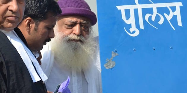 JODHPUR, INDIA - OCTOBER 25: Religious preacher Asaram Bapu with his lawyers while he was produced at court on October 25, 2013 in Jodhpur, India. Asaram was sent to judicial custody by a Jodhpur court in the case involving rape and sexual assault of a 16-year-old minor girl. Both Asaram and his son Narayan Sai have both been accused in a sexual assault case by two Surat-based sisters. (Photo by Ramji Vyas/ Hindustan Times via Getty Images)