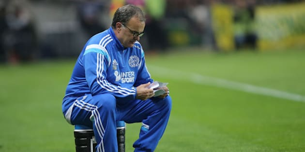 Marseille's head coach Marcelo Bielsa of Argentina reads a paper during his French League One soccer match against Nantes, in Nantes, western France, Friday, April 17, 2015. Nantes won 1-0. (AP Photo/David Vincent)
