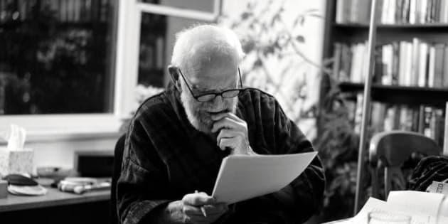 """Oliver Sacks: morto il neurologo e scrittore. Malato di cancro. Aveva detto: """"Vorrei morire sotto un cielo stellato"""" (FOTO)"""