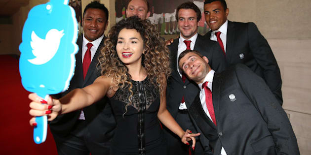 LONDON, ENGLAND - AUGUST 05:  Ella Eyre takes a selfie with the Twitter mirror with players (L-R) Mako Vunipola, Matt Kvesic, Lee Dickson, Luther Burrell and Richard Wigglesworth prior to the Carry Them Home England 2015 Dinner held at The Grosvenor House Hotel on August 5, 2015 in London, England.  (Photo by David Rogers - RFU/The RFU Collection via Getty Images)