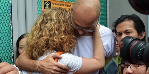 JAKARTA, INDONESIA - AUGUST 14 :  Jakarta International School (JIS) teachers Neil Bantleman (R) hugs his wife Tracy Bantleman outside Cipinang prison, shortly after being released from jail, in Jakarta, Indonesia, 14 August 2015. A Canadian teacher and an Indonesian teaching assistant serving 10 years in an Indonesian prison for child sexual offenses were released Friday after a court overturned their convictions. (Photo by Jefri Tarigan /Anadolu Agency/Getty Images)