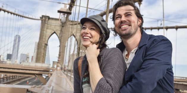USA, New York State, New York City, Brooklyn, Happy couple on Brooklyn Bridge