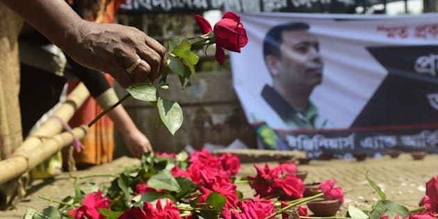 A Bangladeshi social activist pays his  last respects to slain US blogger of Bangladeshi origin and founder of the Mukto-Mona (Free-mind) blog site, Avijit Roy in Dhaka on March 6, 2015 after he was hacked to death by unidentified assailants in the Bangladeshi capital on February 26.  An FBI team has arrived in Dhaka to help investigate the American-Bangladeshi writers gruesome killing.  AFP PHOTO / Munir uz ZAMAN        (Photo credit should read MUNIR UZ ZAMAN/AFP/Getty Images)