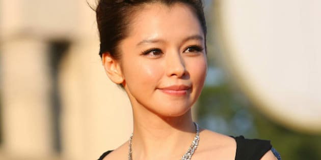 BEIJING - AUGUST 29: (CHINA OUT) Vivian Hsu arrives at the 13th Huabiao Awards held at Beijing Exhibition Center on August 29, 2009 in Beijing, China.  (Photo by Ab Dong/ChinaFotoPress/Getty Images)