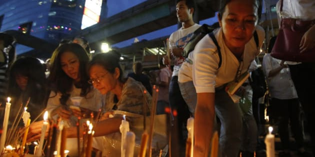 Thai people place lighted candles at the Erawan Shrine for the victims an explosion in Bangkok, Thailand, Monday, Aug. 24, 2015. One week after last Monday's bombing at the capital's revered Erawan Shrine, which left  people dead and scores injured, police appeared no closer to tracking down suspects or determining a motive for the attack. (AP Photo/Sakchai Lalit)
