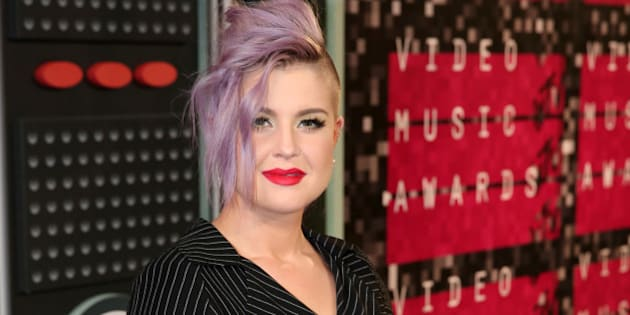 Kelly Osbourne arrives at the MTV Video Music Awards at the Microsoft Theater on Sunday, Aug. 30, 2015, in Los Angeles. (Photo by Matt Sayles/Invision/AP)