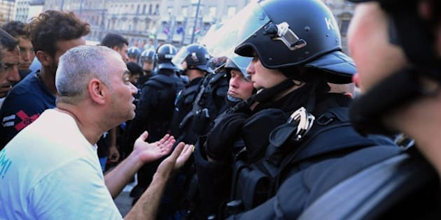 Migrants discuss with riot police officers in front of the Keleti (East) railway station in Budapest on September 2, 2015. Hungarian authorities face mounting anger from thousands of migrants who are unable to board trains to western European countries after the main Budapest station was closed.  AFP PHOTO / ATTILA KISBENEDEK        (Photo credit should read ATTILA KISBENEDEK/AFP/Getty Images)