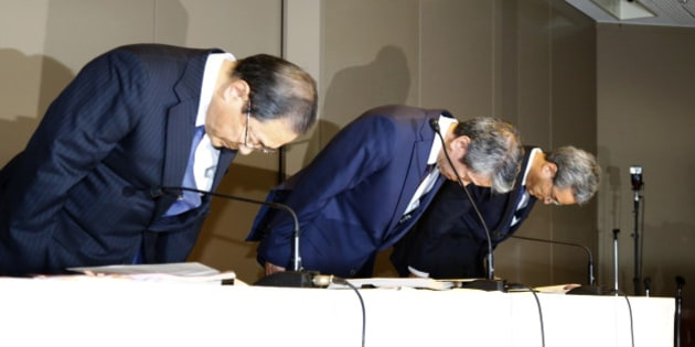 """Toshiba Corp. CEO Hisao Tanaka, center, bows with chairman Tadashi Muromachi, left, and executive director Keizo Maeda during a press conference to announce his resignation at the company's headquarters in Tokyo, Tuesday, July 21, 2015. Tanaka stepped down Tuesday to take responsibility for doctored books that inflated profits at the Japanese technology manufacturer by 151.8 billion yen ($1.2 billion). Toshiba acknowledged a systematic cover-up, which began in 2008, as various parts of its sprawling business including computer chips and personal computers were struggling financially, but top managers set unrealistic earnings targets under the banner of """"challenge."""" (AP Photo/Shizuo Kambayashi)"""