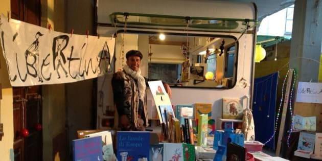 'Libertina', la libreria itinerante del siciliano Giovanni Lauritano porta i libri ai bambini con problemi alla vista (FOTO)