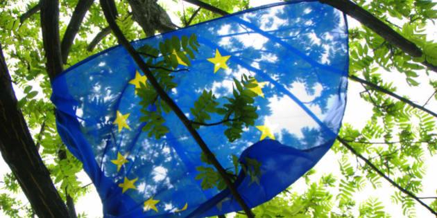 "Europe Day. <a href=""http://en.wikipedia.org/wiki/Lago_di_Caldonazzo"" rel=""nofollow"">Lago di Caldonazzo</a>. May 9, 2010.  ""Per un'Europa più al verde!"" (<a href=""http://www.flickr.com/photos/funadium/"">funadium</a>) ""Per un'Europa impigliata!"" (<a href=""http://www.flickr.com/photos/pbosetti/"">Paolo Bosetti</a>) <a href=""http://www.europe-direct.net/item/festa-9-maggio-pergine-valsugana-loc-s-cristoforo/2126/"" rel=""nofollow"">Festa d'Europa</a>. <a href=""http://it.wikipedia.org/wiki/San_Cristoforo_al_Lago"" rel=""nofollow""> San Cristoforo</a>, 9 maggio 2010.  <a href=""http://www.youtube.com/watch?v=lky2LYMgA5g"" rel=""nofollow"">Europe - The Final Countdown</a>"