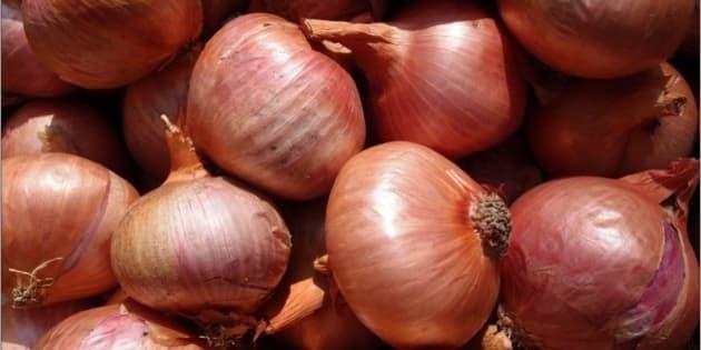 Zwiebel an einem Marktstand. März 2013  Onion in a market stall. March, 2013