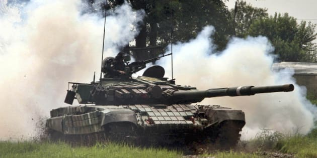 JAMMU, INDIA - AUGUST 10: Indian Army tank perform drill during an event to mark the victory of 1965 Indo-Pak war on August 10, 2015 in Jammu, India. To mark the 50th anniversary of the 1965 India-Pakistan war, India has planned a series of events in New Delhi from August 28 to September 26. (Photo by Nitin Kanotra/Hindustan Times via Getty Images)
