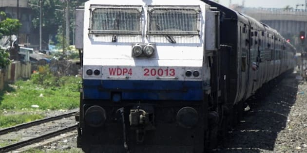 SGUJ based WDP-4 loco - 20013 is skipping Siliguri Town with Delhi bound 14083 (Alipurduar-Delhi) Mahananda Express at its tow !!