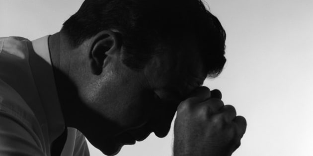 1950s SOLITARY ANONYMOUS DEPRESSED SAD WORRIED SILHOUETTED MAN HEAD DOWN HAND TO FOREHEAD  (Photo by H. Armstrong Roberts/ClassicStock/Getty Images)