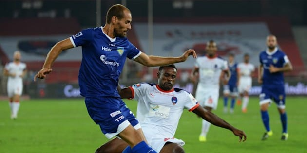 Chennaiyin FC  Italian defender Alessandro Potenza (L) fights for the ball with Delhi Dynamos FC Ghanaian forward Richard Gadze during the Indian Super League (ISL) football match between Delhi Dynamos FC and Chennaiyin FC at The Jawarharlal Nehru Stadium in New Delhi on October 8, 2015. AFP PHOTO / SAJJAD HUSSAIN         (Photo credit should read SAJJAD HUSSAIN/AFP/Getty Images)