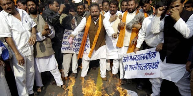 NEW DELHI, INDIA:  Indian activists from the Hindu right-wing Shiv Sena burn an effigy of an Islamic militant during a protest march on the second anniversary of the attack on India's Parliament building in New Delhi, 13 December 2003.   Some six suspected militants forced their way past security guards at the Indian parliament on 13 December 2001, during which a shootout with security forces left 14 people dead.   AFP PHOTO/RAVEENDRAN  (Photo credit should read RAVEENDRAN/AFP/Getty Images)