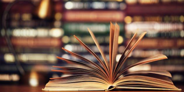 """村上春樹さんが図書館で借りた本はなぜ秘密にされるべきなのか? 神戸新聞報道から考える""""リアル図書館戦争"""""""