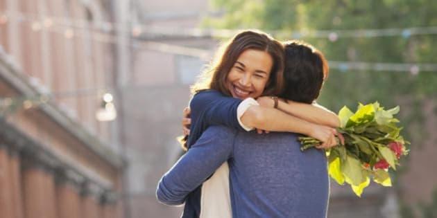 """""""Il matrimonio dura più a lungo quando si dice 'grazie' al partner"""". Una ricerca svela i benefici della gratitudine (FOTO)"""