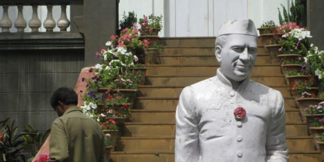 "Statue of Jawaharlal Nehru, outside Cubbon House (Nandi Hills) <a href=""http://en.wikipedia.org/wiki/Jawaharlal_Nehru"" rel=""nofollow"">en.wikipedia.org/wiki/Jawaharlal_Nehru</a>"