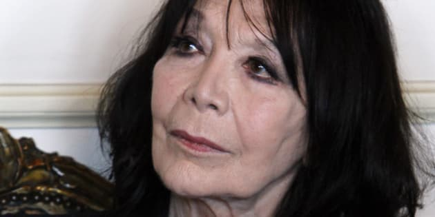 French actress and singer Juliette Greco attends a ceremony to receive the Vermeil Medal of Paris from Paris Mayor Bertrand Delanoe at City Hall in Paris, Thursday, April 12, 2012. (AP Photo/Francois Mori)