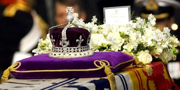 """The Koh-i-noor, or """"mountain of light,"""" diamond, set in the Maltese Cross at the front of the crown made for Britain's late Queen Mother Elizabeth, is seen on her coffin, along with her personal standard, a wreath and a note from her daughter, Queen Elizabeth II, as it is drawn to London's Westminster Hall in this April 5, 2002 file photo. We've got it, we're keeping it. That was the essence of the British government's attitude in responding to Pakistan's request for the return of the fabled Koh-i-noor diamond 30 years ago, according to confidential papers released Friday, Dec. 29, 2006.  (AP Photo/Alastair Grant, File)"""