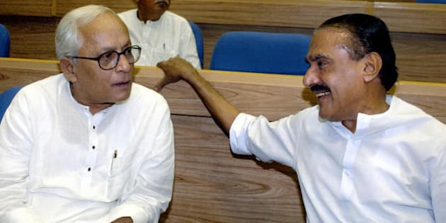 NEW DELHI, INDIA:  Chief Minister of India's eastern state of West Bengal Buddhadev Bhattacharjee (L) talks with Finance Minister of India's southern state of Kerala K.M. Mani (R), 18 September 2004 in New Delhi, during a conference of Indian Chief Ministers and Chief Justices of all Indian High Courts.  The conference was inaugurated by Prime Minister Manmohan Singh.      AFP PHOTO/RAVEENDRAN  (Photo credit should read RAVEENDRAN/AFP/Getty Images)