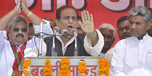 GHAZIABAD, INDIA - APRIL 7: Samajwadi party leader Azam Khan addressing an election campaign rally for Party candidate from Ghaziabad, Sudan Rawat at Masuri ground on April 7, 2014 in Ghaziabad, India. (Photo by Sakib Ali/Hindustan Times via Getty Images)