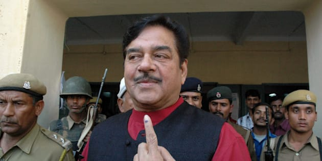 Bollywood actor and Bharatiya Janata Dal party lawmaker Shatrughan Sinha shows the indelible ink mark on his finger after casting his vote outside a polling station in Patna, India, Saturday, Nov. 19, 2005. The fourth and final phase of voting for Bihar state elections was held Saturday. (AP Photo/Vikram Kumar)