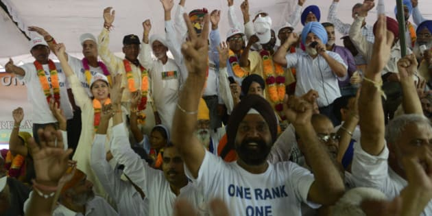 NEW DELHI,INDIA SEPTEMBER 06: Indian Army veterans celebrate following the government's announcement that it will accept One Rank One Pension (OROP) reforms in New Delhi.(Photo by Pankaj Nangia/India Today Group/Getty Images)