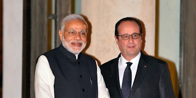 PARIS, FRANCE - APRIL 10:  French President Francois Hollande (R) welcomes Indian Prime Minister Narendra Modi (L) ahead of an official dinner in his honor at the Elysee Palace in Paris, France on April 10, 2015. (Photo by Mustafa Yalcin/Anadolu Agency/Getty Images)
