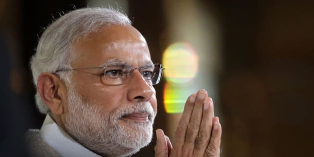 Indian Prime Minister Narendra Modi greets the audience as he prepares to deliver the 37th Singapore Lecture Monday, Nov. 23, 2015, in Singapore as he starts his two-day official visit to the city-state. (AP Photo/Wong Maye-E)
