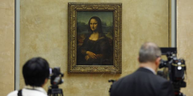 Members of the media are gathered next to the Mona Lisa, during an event to unveil the new lighting of Leonardo da Vinci's painting Mona Lisa, also known as La Joconde, at the Louvre museum in Paris, Tuesday June 4, 2013. Mona Lisa is now illuminated by LED lighting. The lighting had to meet various technical specifications, but also meet the more subjective and aesthetic requirements of the museum Director and France's Historical Monuments Committee.(AP Photo/Remy de la Mauviniere)