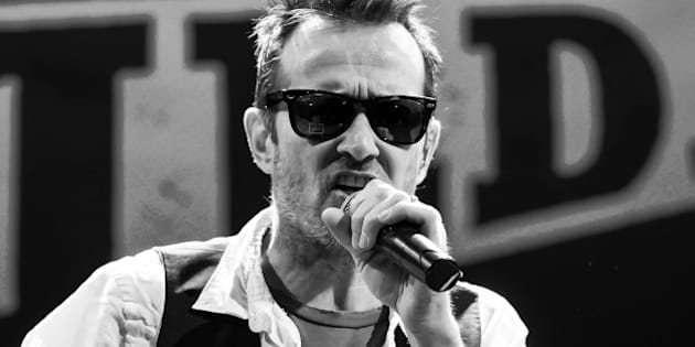 PHILADELPHIA, PA - MARCH 12:  (EDITORS NOTE: Image has been converted to black and white.) Scott Weiland and The Wildabouts perform at World Cafe Live on March 12, 2015 in Philadelphia, Pennsylvania.  (Photo by Gilbert Carrasquillo/Getty Images)