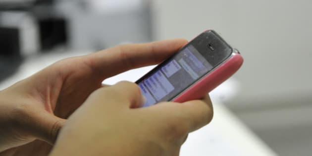 Uso do WhatsApp como ferramenta de interação no ambiente de trabalho.   Participam: Altair Nunes Andressa Oliveira Ricardo Eldonio Nara Souza  Foto: Geraldo Magela/Agência Senado