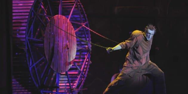 """Foto Nicoloro Giuseppe  Milano 21/01/2009  Teatro degli Arcimboldi - Prima dello spettacolo """"Notre Dame de Paris""""  In scena  il gobbo campanaro Quasimodo."""