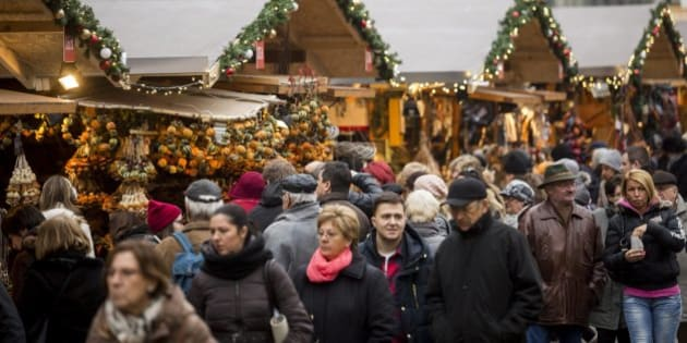 People crowd a Christmas market in a square in central Budapest, Hungary, Sunday, Dec. 20, 2015. (Balazs Mohai/MTI via AP)